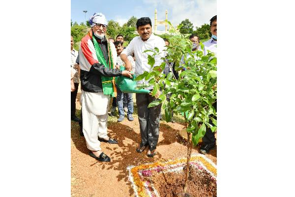 Amitabh Bachchan Takes Part In Green India Challenge. Lauds The Efforts of MP Joginipally Santosh Kumar