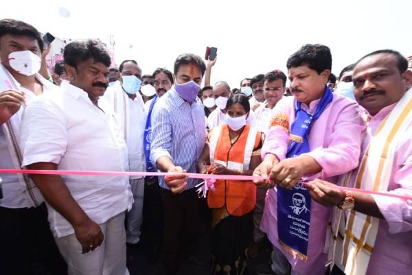 KTR makes woman labourer inaugurate Balanagar flyover!