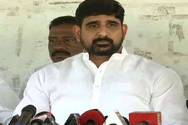 TRS links: T-Cong slaps show-cause notice on Kaushik Reddy