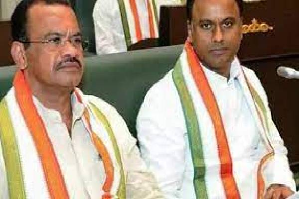 Cong high command forces Komatireddy brothers to visit Gandhi Bhavan!