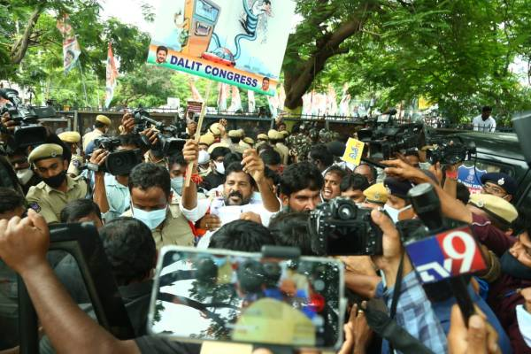 T'gana Cong leaders held during protest over fuel price hike