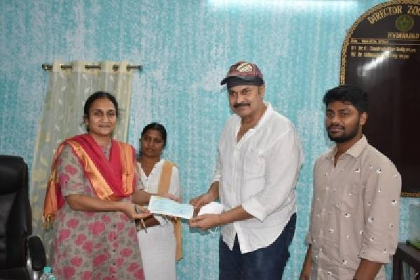 Actor Nagababu offers to donate Senegal Parrots to Hyderabad Zoo