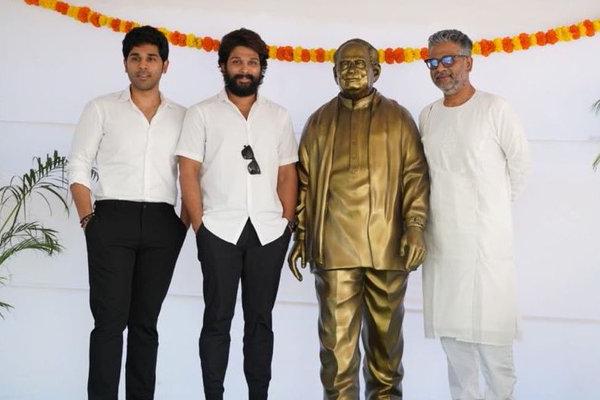 Allu brothers unveils Allu Ramalingaiah's statue