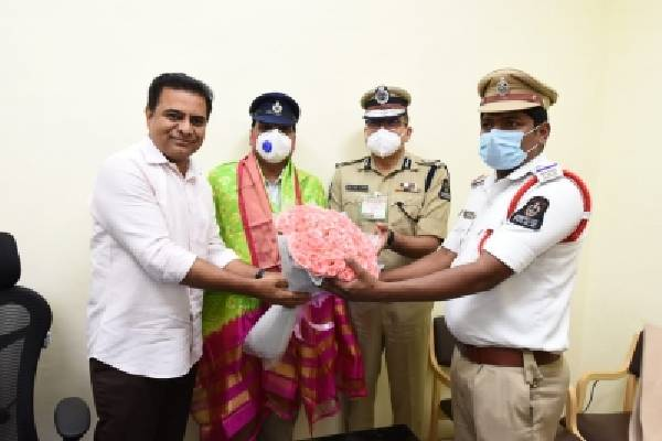 KTR commends traffic policemen who issued challan on his vehicle